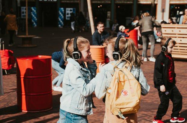 Zonnige silent kinderdisco in Oostpoort